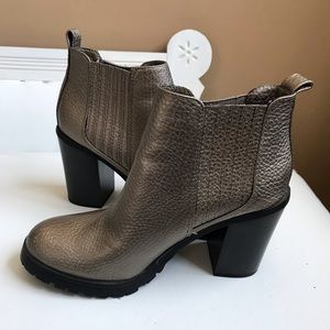Sam & Libby Shoes - MATTE OLD GOLD PEBBLED ANKLE BOOT SAM & LIBBY 7